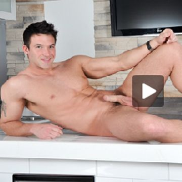 TRYSTANBULL.com: On The Set -Trystan Bull Solo | Daily Dudes @ Dude Dump