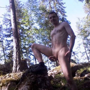 NakenCrille –  Amateur guy going naked outdoors | Daily Dudes @ Dude Dump