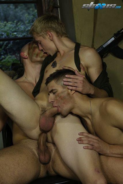 Threeway Gay Military Sex   Daily Dudes @ Dude Dump