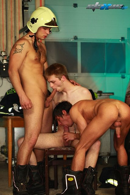 Thick Uncut Cock In An Immense Gay Threesome | Daily Dudes @ Dude Dump