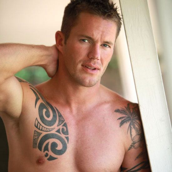Muscle hunk Keaton | Daily Dudes @ Dude Dump