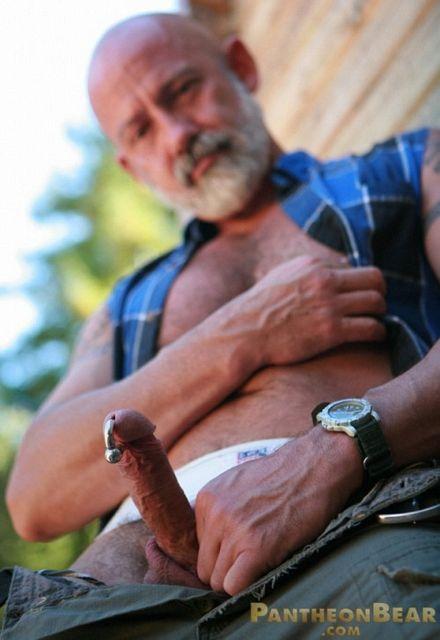 Gay bear outdoor strokes | Daily Dudes @ Dude Dump