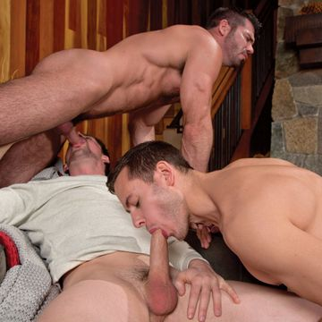 Steamy gay threesome cock sucking and fucking