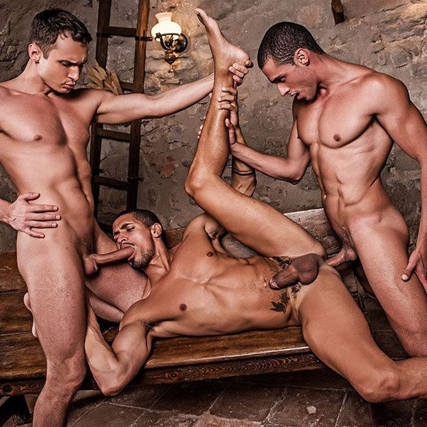 A hot bareback threesome   Daily Dudes @ Dude Dump