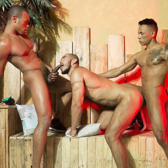 A Raw Threesome | Daily Dudes @ Dude Dump