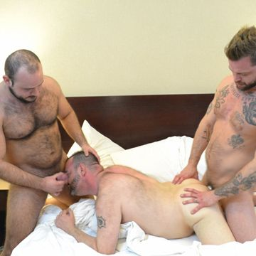 An Awesome Gay Bear Threesome | Daily Dudes @ Dude Dump