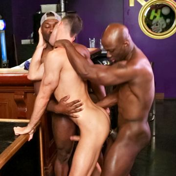 An Awesome Gay Interracial Threesome Video! | Daily Dudes @ Dude Dump