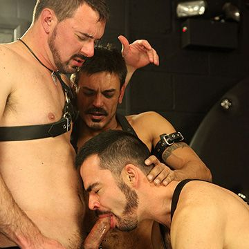 Anal Double Penetration Threesome   Daily Dudes @ Dude Dump