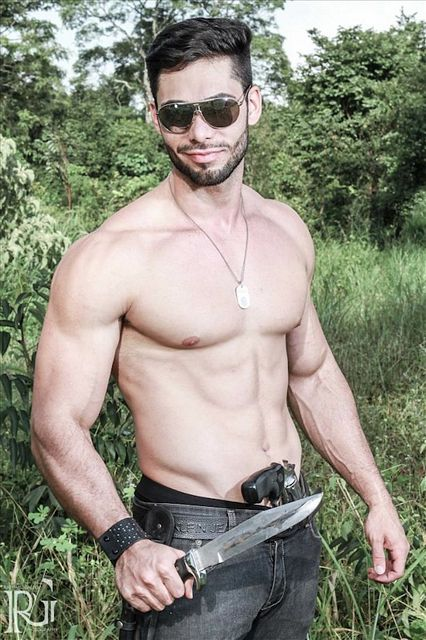 Armed And Gorgeous – Ricardo Florillo | Daily Dudes @ Dude Dump
