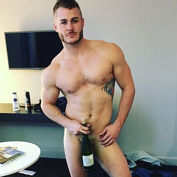 Austin Armacost posted a naked selfie | Daily Dudes @ Dude Dump