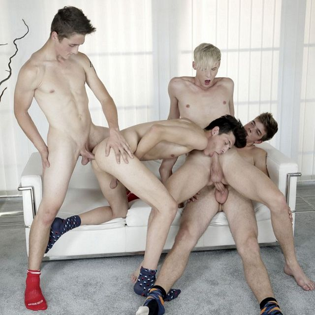 Bareback twink foursome | Daily Dudes @ Dude Dump