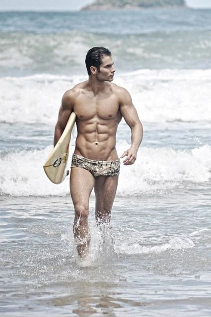 Beach Muscle With Thiago Queiroz | Daily Dudes @ Dude Dump