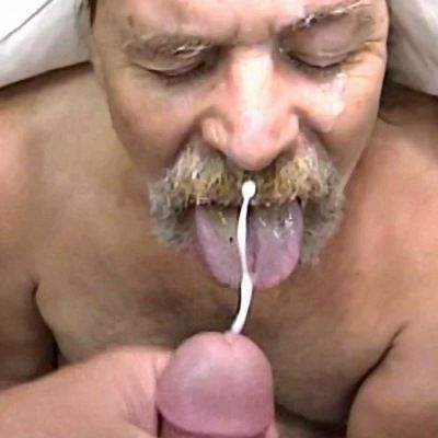 Bearded Cock Sucker Loves Cum | Daily Dudes @ Dude Dump
