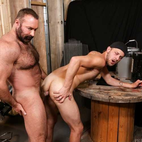 Big Bear Brad Kalvo Fucks Chandler Scott Hard | Daily Dudes @ Dude Dump