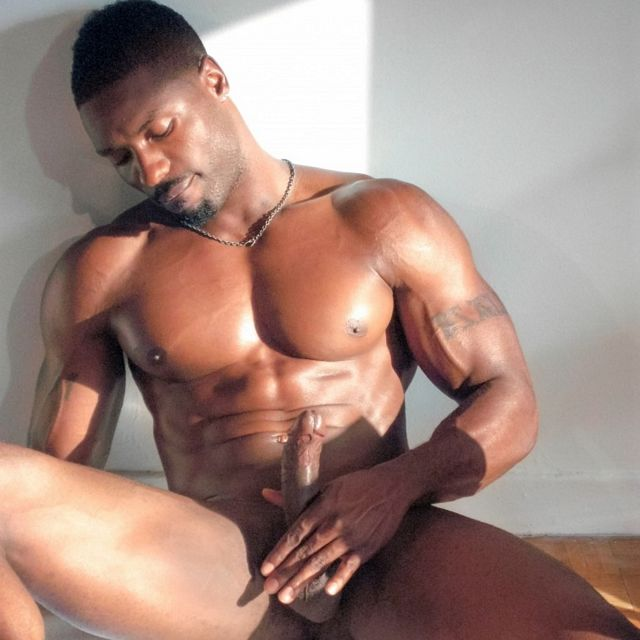 Big Muscles & Big Dick | Daily Dudes @ Dude Dump
