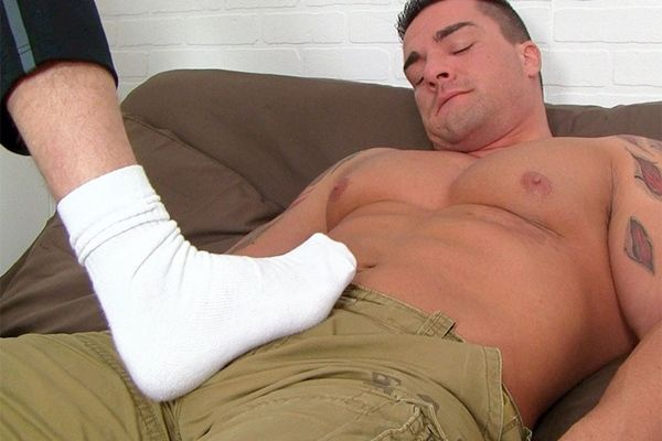 Braden Charron Gets Off by Link's Bare Feet | Daily Dudes @ Dude Dump