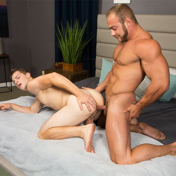 Brock barebacks Robbie | Daily Dudes @ Dude Dump