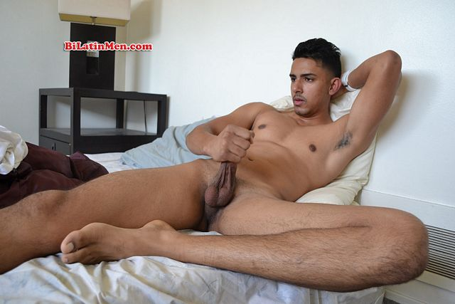 Cute Latino twink Aries cums (with a little help f | Daily Dudes @ Dude Dump