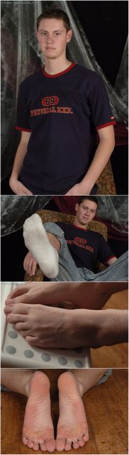 Cute Twink in Dirty Socks | Daily Dudes @ Dude Dump
