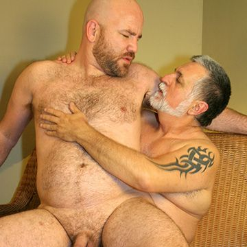 Daddy Bear Screwing His Cub | Daily Dudes @ Dude Dump