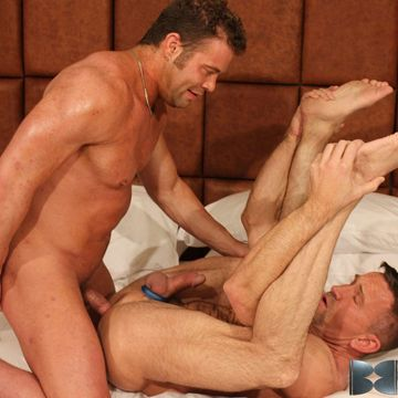 Darius Soli gives his cock to bareback daddy Matt | Daily Dudes @ Dude Dump