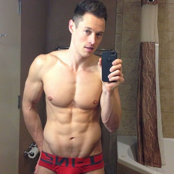 Davey Wavey's selfies are too hot | Daily Dudes @ Dude Dump