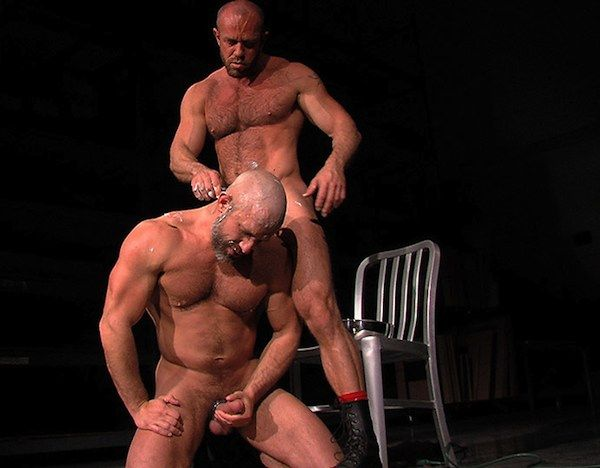 Dirk Caber gets his head shaved | Daily Dudes @ Dude Dump