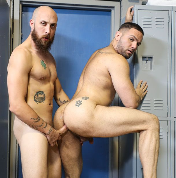 Dustin Steele tops Julian Knowles | Daily Dudes @ Dude Dump