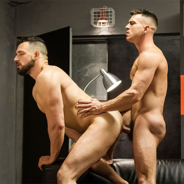 Enzo takes Paddy's big cock | Daily Dudes @ Dude Dump