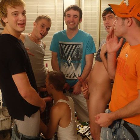 Fucking the new frat boy | Daily Dudes @ Dude Dump