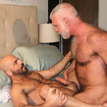 Hairy Daddies Hook Up | Daily Dudes @ Dude Dump