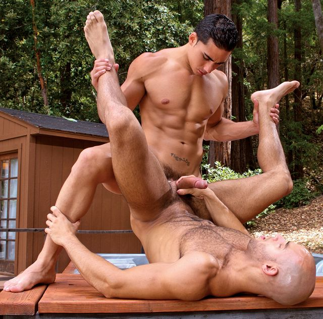 Hairy hunk Sean Zevran fucked by Topher DiMaggio | Daily Dudes @ Dude Dump