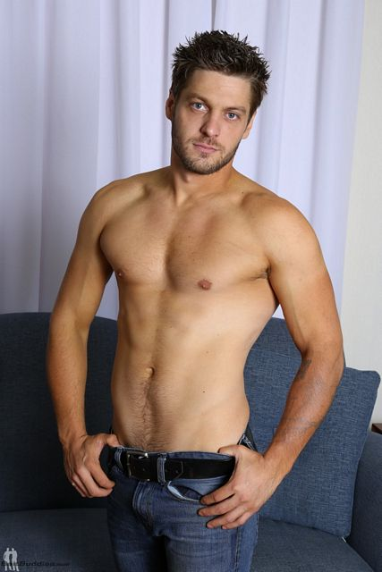 Handsome hunk Jake Taylor shows off | Daily Dudes @ Dude Dump