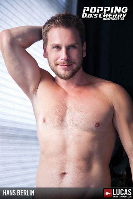 Hans Berlin gets nude   Daily Dudes @ Dude Dump