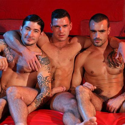 Horny Euro hunks in a threesme | Daily Dudes @ Dude Dump