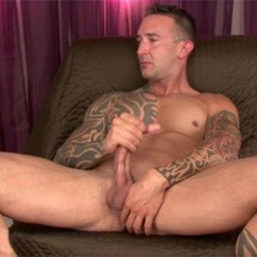 Hot & Very Hung Straight Man Buzz | Daily Dudes @ Dude Dump