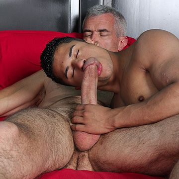 Hung Daddy Feeds his Boy | Daily Dudes @ Dude Dump