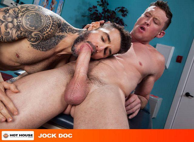 Hung football player Pierce Paris gets some ass | Daily Dudes @ Dude Dump