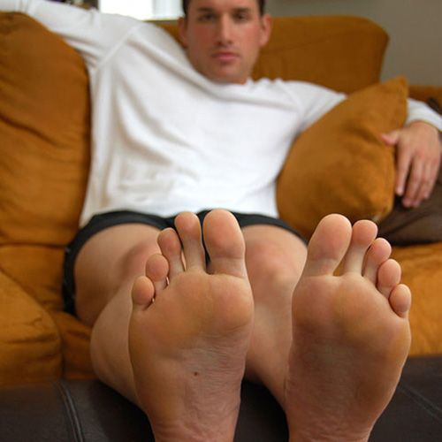 Hunk in Flip-flops and Barefoot – Sexy Male Feet | Daily Dudes @ Dude Dump
