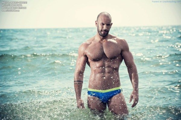 In The Surf With Roberto Bertolini | Daily Dudes @ Dude Dump