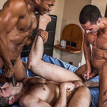 Interracial Bareback 3way | Daily Dudes @ Dude Dump