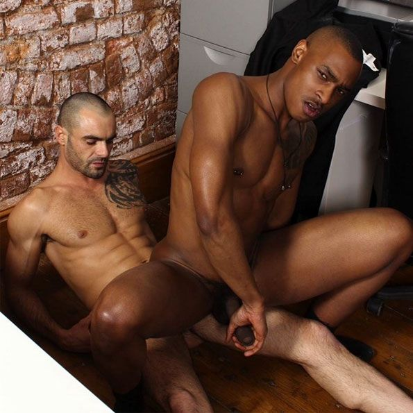 Issac Jones fucks Tyson Tyler | Daily Dudes @ Dude Dump