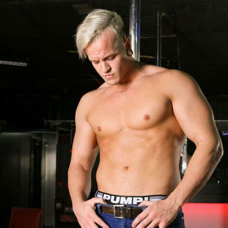 Justin floats around the pole as a feather | Daily Dudes @ Dude Dump