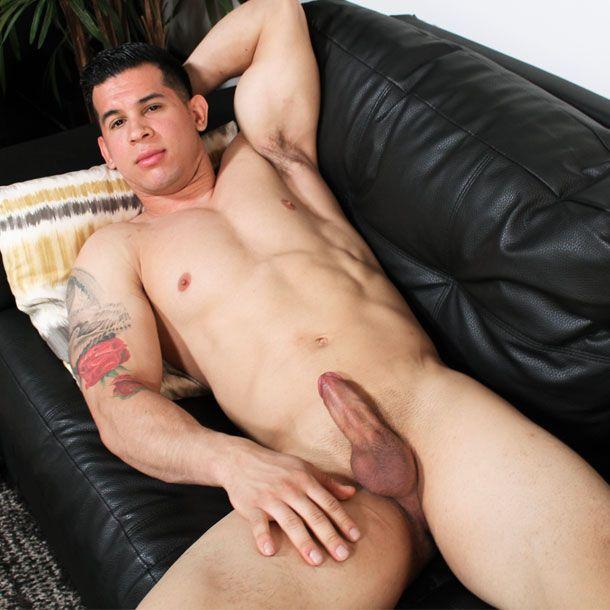 Latin recruit RJ solo | Daily Dudes @ Dude Dump