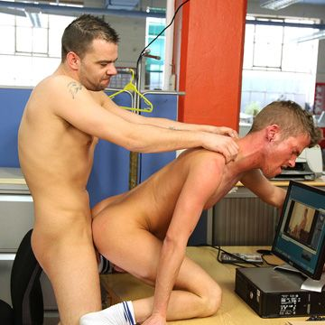 Matt Brookes Gives Mackenzie Cross His Thick Cock | Daily Dudes @ Dude Dump