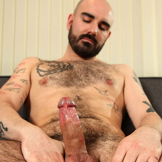 Matteo Valentine tries sounding | Daily Dudes @ Dude Dump