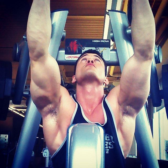 Muscle Hunk Working Out – ClarKent21 | Daily Dudes @ Dude Dump