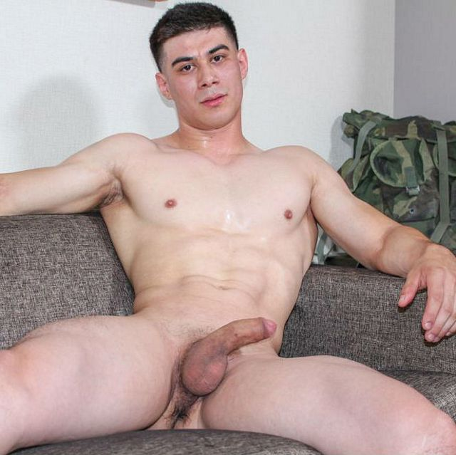 Muscular new recruit Zach solo | Daily Dudes @ Dude Dump