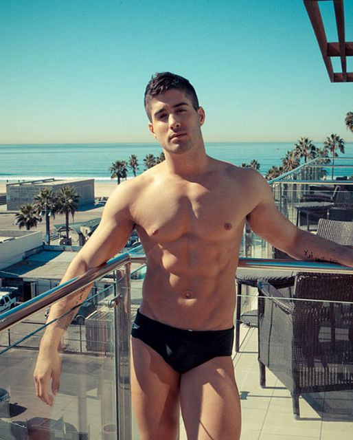 Outed by a str8 guy | Daily Dudes @ Dude Dump