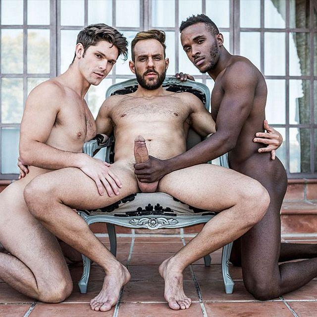 Raw interracial threesome | Daily Dudes @ Dude Dump